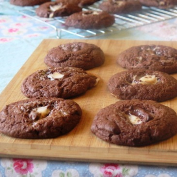 The perfect easy bake for Easter - make these Creme Egg Cookies with your family in under 20 minutes! For happy taste buds and kids, this is the must-bake for Easter. Click the link for the recipe and get baking! Knead to Dough